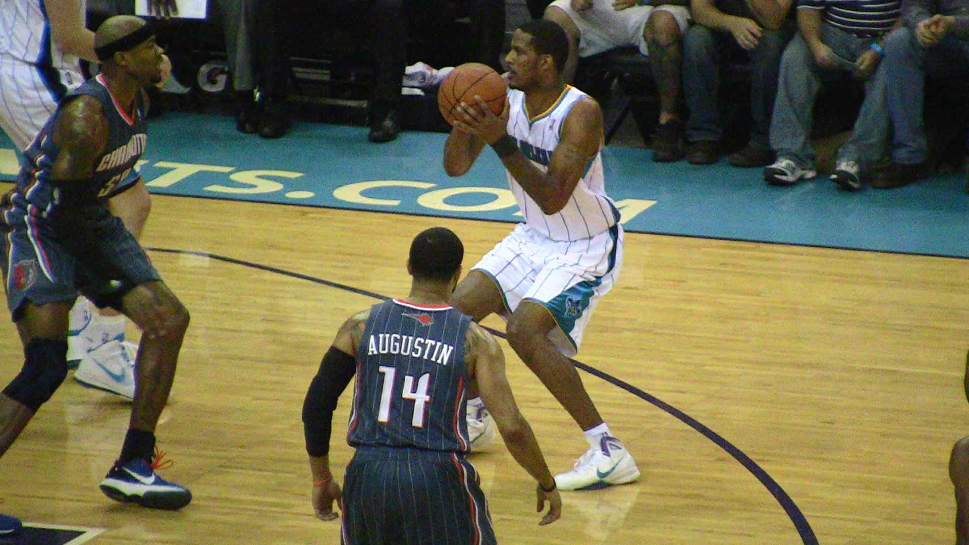 Trevor Ariza continues to be the Hornets&#039; most well-rounded player.